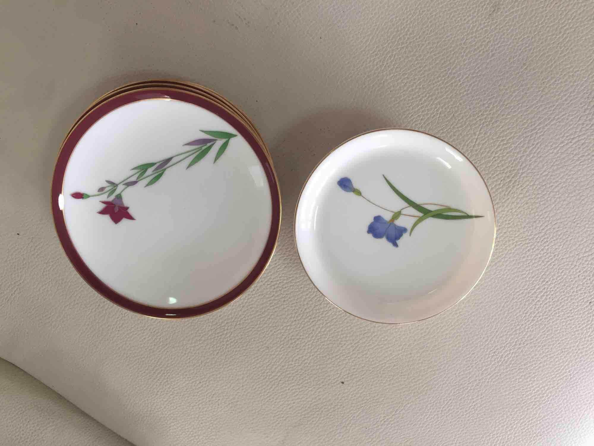 จานรองขนมลายดอกไม้ พร้อมเซตจานรองถ้วยชา By Nandesea.