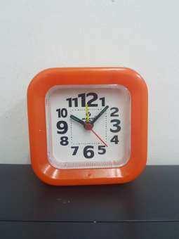 นาฬิกาปลุก ตั้งโต๊ะ TA-333  ตั้งปลุก มีแสงไฟ มีพรายน้ำดูได้ในที่มืด
