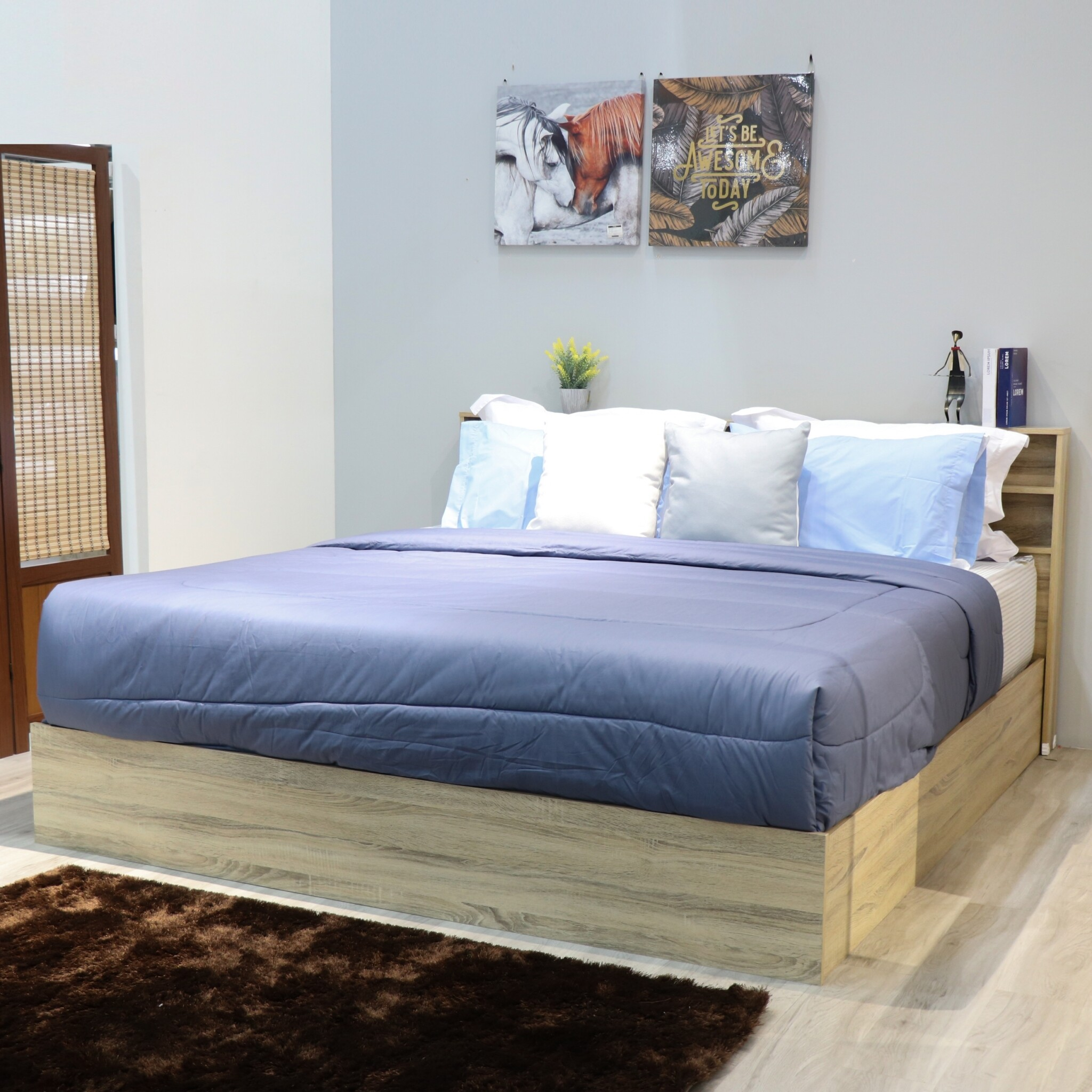 เตียงนอนไม้ ขนาด 6 ฟุต รุ่น Smile [สินค้าไม่ประกอบ].
