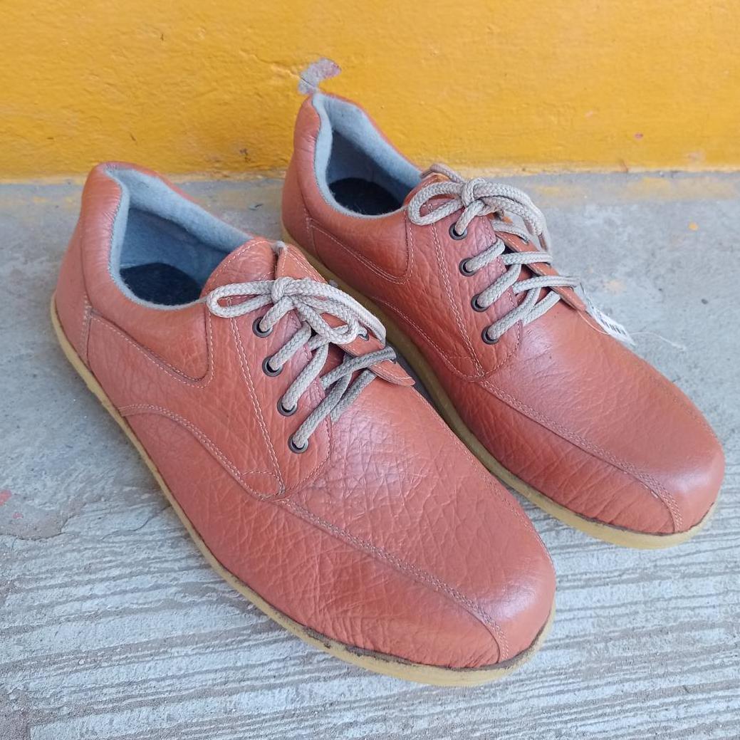 รองเท้าเซฟตี้ หุ้มส้นรุ่นหนังช้างลาย สีส้ม หัวเหล็ก กันลื่น กันน้ำมัน
