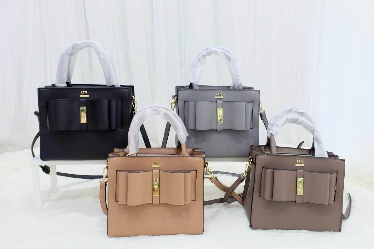 กระเป๋าแฟชั่น แบรนด์  Lyn Ribbon ราคาถูก กระเป๋าสะพาย กระเป๋าสะพายข้าง กระเป๋าถือ พกพา กระเป๋าเดินทาง กระเป๋าสตางค์  กระเป๋าคาดอก กระเป๋าผู้หญิง กระเป๋าแบรนเนม กระเป๋าหนัง กระเป๋าชาแนล Lyn Gucci กระเป๋าหิ้ว กระเป๋าใบเล็ก กระเป๋าพกพา.
