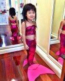 ขาย ชุดว่ายน้ำนางเงือกสำหรับเด็กแบบผ้ายืดเงา เซ็ต 2 ชิ้น และ สร้อยไข่มุก สีชมพูเข้ม ออนไลน์